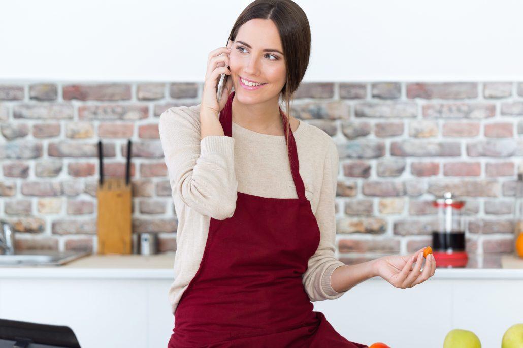 Sund kvinde i køkken